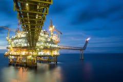 Πλατφόρμα αερίου ή πλατφόρμα εγκαταστάσεων γεώτρησης Στοκ Εικόνες