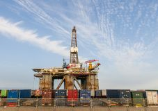 Πλατφόρμα αερίου και πλατφορμών άντλησης πετρελαίου στο λιμένα Tenerife Στοκ Φωτογραφία