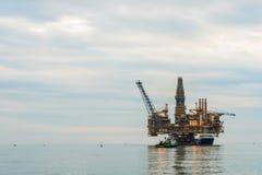 Πλατφόρμα πλατφορμών άντλησης πετρελαίου Στοκ Φωτογραφία