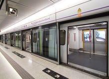 Πλατφόρμα σιδηροδρόμων μαζικής μεταφοράς Χονγκ Κονγκ (MTR) Στοκ εικόνα με δικαίωμα ελεύθερης χρήσης