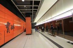 Πλατφόρμα σιδηροδρόμων μαζικής μεταφοράς Χονγκ Κονγκ (MTR) Στοκ φωτογραφία με δικαίωμα ελεύθερης χρήσης
