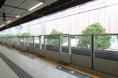Πλατφόρμα σιδηροδρόμων μαζικής μεταφοράς Χονγκ Κονγκ (MTR) Στοκ Εικόνες