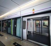 Πλατφόρμα του σιδηροδρόμου μαζικής μεταφοράς Χονγκ Κονγκ (MTR) Στοκ Εικόνα