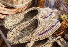Πλεγμένα σανδάλια στην έκθεση των artisans Ουκρανία Στοκ φωτογραφίες με δικαίωμα ελεύθερης χρήσης