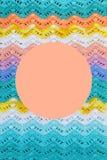 Πλεγμένος πολύχρωμος καμβάς βαμβακιού Στρογγυλό ρόδινο πλαίσιο για το κείμενο Στοκ εικόνα με δικαίωμα ελεύθερης χρήσης