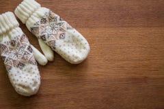 πλεκτά γάντια Στοκ εικόνα με δικαίωμα ελεύθερης χρήσης