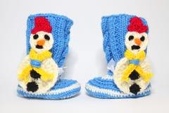 Πλεκτά μάλλινα bootees για τα μικρά παιδιά Στοκ Εικόνες
