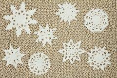 Πλεκτό νήμα ύφασμα γιούτας Snowflakes, χριστουγεννιάτικο δέντρο Στοκ Φωτογραφία