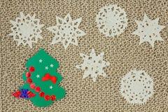 Πλεκτό νήμα ύφασμα γιούτας Snowflakes, χριστουγεννιάτικο δέντρο Στοκ Εικόνες