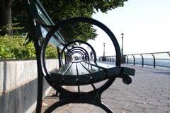 Πλευρά armrest πάγκων πάρκων στο μουτζουρωμένο ύφος Στοκ φωτογραφία με δικαίωμα ελεύθερης χρήσης
