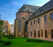 Πλευρική άποψη μουσείων Unterlinden στη Colmar, Γαλλία Στοκ Εικόνες