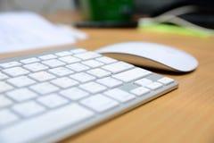 Πληκτρολόγιο και ασύρματο ποντίκι Στοκ φωτογραφία με δικαίωμα ελεύθερης χρήσης