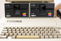 Πληκτρολόγιο και μονάδα δίσκου που θολώνονται της ηλικίας Apple Computer Στοκ φωτογραφία με δικαίωμα ελεύθερης χρήσης