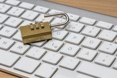 Πληκτρολόγιο με την κλειδαριά Στοκ Φωτογραφία