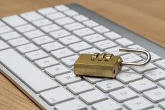 Πληκτρολόγιο με την κλειδαριά Στοκ εικόνα με δικαίωμα ελεύθερης χρήσης