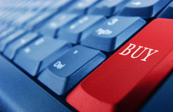 Πληκτρολόγιο με το κόκκινο buybutton Στοκ φωτογραφία με δικαίωμα ελεύθερης χρήσης
