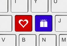 Πληκτρολόγιο υπολογιστών με τα κλειδιά αγάπης Στοκ Φωτογραφίες