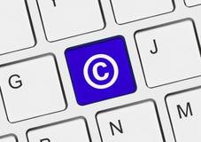 Πληκτρολόγιο υπολογιστών με το σύμβολο πνευματικών δικαιωμάτων Στοκ φωτογραφίες με δικαίωμα ελεύθερης χρήσης