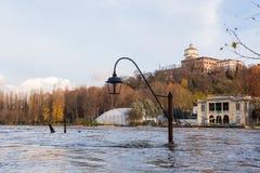 Πλημμυρίζοντας στο Τορίνο, Ιταλία: ο ποταμός Po Στοκ φωτογραφίες με δικαίωμα ελεύθερης χρήσης