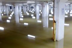 Πλημμυρισμένο σχέδιο στηλών γκαράζ αυτοκινήτων Στοκ Φωτογραφία