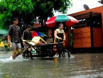 Πλημμύρα που προκαλείται από τον τυφώνα Mario (διεθνές όνομα Fung Wong) στις Φιλιππίνες στις 19 Σεπτεμβρίου 2014 Στοκ Εικόνες