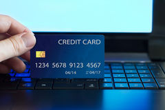 Πληρωμή με πιστωτική κάρτα στο διαδίκτυο Στοκ φωτογραφίες με δικαίωμα ελεύθερης χρήσης
