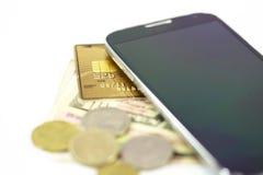 Πληρωμή με πιστωτική κάρτα χρημάτων Smartphone Στοκ εικόνα με δικαίωμα ελεύθερης χρήσης