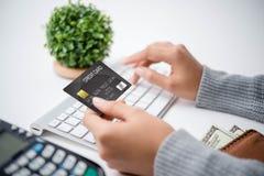 Πληρωμή με πιστωτική κάρτα Στοκ Φωτογραφίες