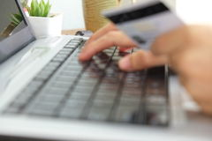 Πληρώστε με την κάρτα cradit Στοκ Φωτογραφίες