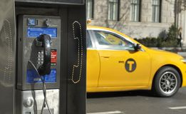 Πληρώστε το τηλέφωνο στη Νέα Υόρκη στοκ φωτογραφία