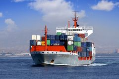 Πλοίο μεταφοράς τυποποιημένων εμπορευματοκιβωτίων Στοκ φωτογραφία με δικαίωμα ελεύθερης χρήσης
