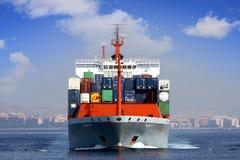 Πλοίο μεταφοράς τυποποιημένων εμπορευματοκιβωτίων Στοκ εικόνα με δικαίωμα ελεύθερης χρήσης