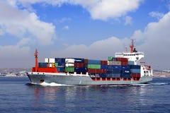 Πλοίο μεταφοράς τυποποιημένων εμπορευματοκιβωτίων Στοκ φωτογραφίες με δικαίωμα ελεύθερης χρήσης