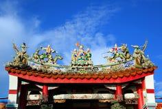 Πλουσιοπάροχα διακοσμημένη κινεζική στέγη ναών στοκ εικόνα με δικαίωμα ελεύθερης χρήσης
