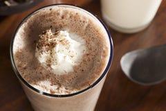 Πλούσια και κρεμώδης σοκολάτα Milkshake στοκ εικόνα