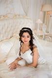 Πλούσια νύφη με τα όμορφα μάτια στο διαμέρισμα Στοκ εικόνα με δικαίωμα ελεύθερης χρήσης