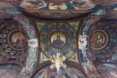 Πλούσιοι διακοσμημένοι ανώτατο όριο και θόλος του πατριαρχικού καθεδρικού ναού στο Βουκουρέστι, Ρουμανία Στοκ Εικόνες