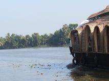 Πλωτό σπίτι στα νερά στο Κεράλα Στοκ φωτογραφία με δικαίωμα ελεύθερης χρήσης