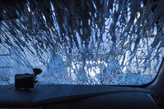 Πλύσιμο αυτοκινήτων ανεμοφρακτών Στοκ εικόνες με δικαίωμα ελεύθερης χρήσης