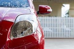 Πλύσιμο αυτοκινήτων με το σαπούνι, καθαρισμός αυτοκινήτων Στοκ Εικόνες