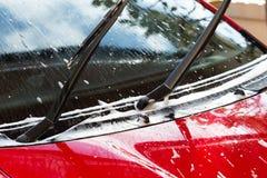 Πλύσιμο αυτοκινήτων με το σαπούνι, καθαρισμός αυτοκινήτων Στοκ φωτογραφίες με δικαίωμα ελεύθερης χρήσης