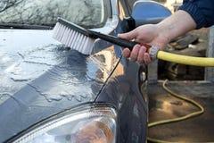 Πλύσιμο αυτοκινήτων στο σπίτι Στοκ φωτογραφία με δικαίωμα ελεύθερης χρήσης