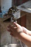 Πλύσιμο χεριών Στοκ εικόνες με δικαίωμα ελεύθερης χρήσης