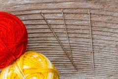 ράβοντας δακτυλήθρα βελόνων εξαρτήσεων βαμβακιού Στοκ εικόνα με δικαίωμα ελεύθερης χρήσης
