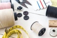 Ράβοντας εργαλεία στον πίνακα Στοκ εικόνα με δικαίωμα ελεύθερης χρήσης