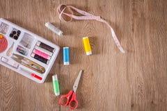 Ράβοντας εργαλεία και ράβοντας εξάρτηση Στοκ φωτογραφία με δικαίωμα ελεύθερης χρήσης