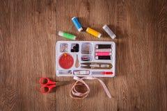 Ράβοντας εργαλεία και ράβοντας εξάρτηση Στοκ εικόνα με δικαίωμα ελεύθερης χρήσης