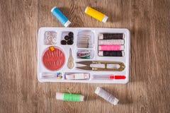 Ράβοντας εργαλεία και ράβοντας εξάρτηση Στοκ φωτογραφίες με δικαίωμα ελεύθερης χρήσης