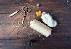 Ράβοντας εργαλεία στο παλαιό ξύλο Στοκ Εικόνα