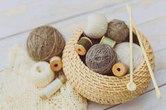 Ράβοντας και πλέκοντας εργαλεία Στοκ Φωτογραφία